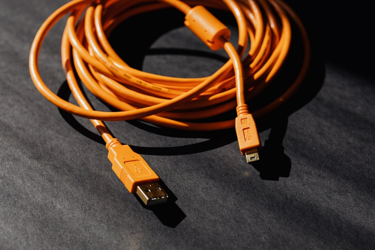 Using HDMI Cable